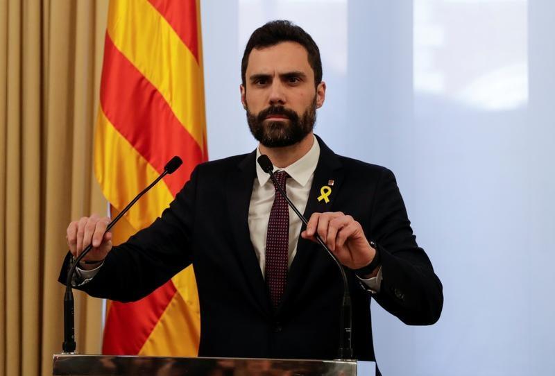 Catalunha: Presidente do parlamento adia plenário mas mantém investidura de Puigdemont