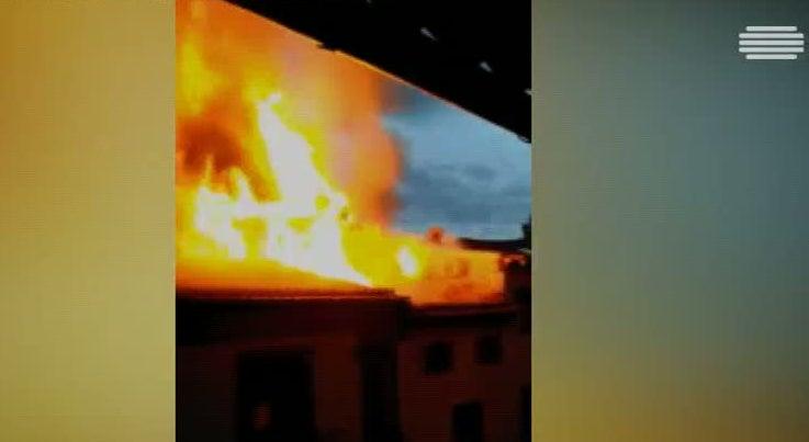 Inc�ndio no centro hist�rico de Guimar�es