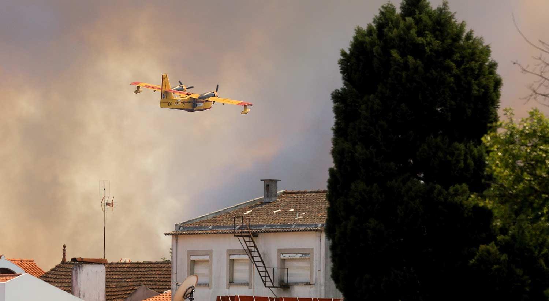 Cai avião que combatia incêndio florestal em Portugal