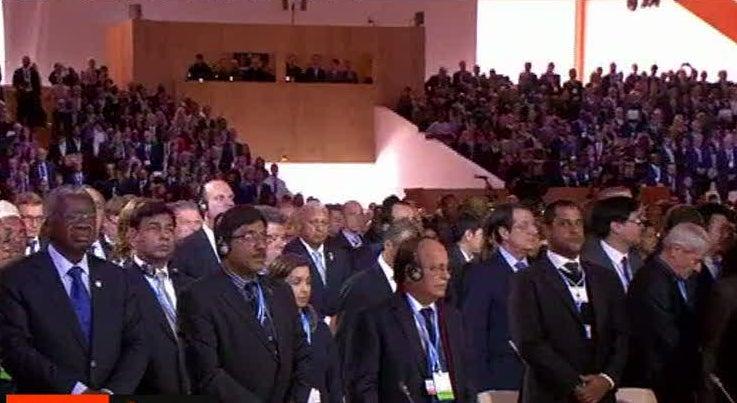 Mundo - Minuto de sil�ncio pelas v�timas do terrorismo marca COP21