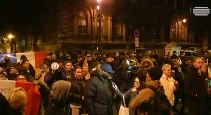 Mundo - Centenas de pol�cias nas ruas de Paris pela quinta noite consecutiva