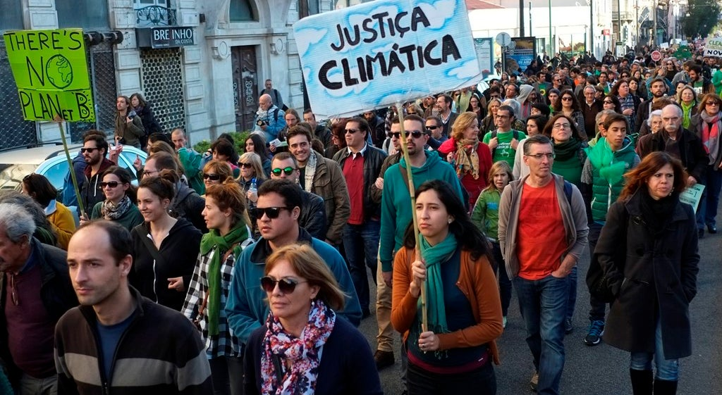 Pa�s - Centenas de manifestantes marcham em Lisboa em defesa do clima