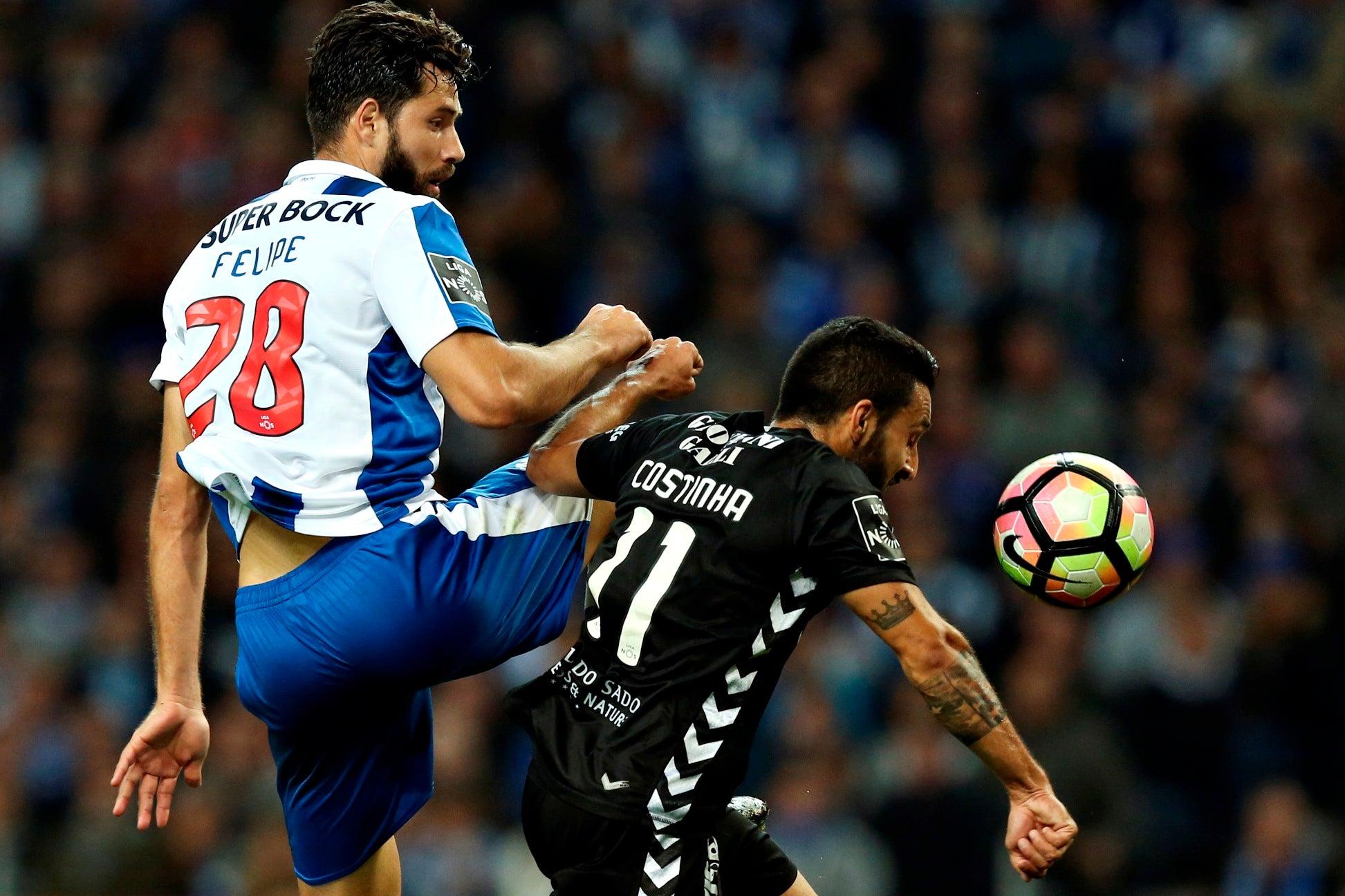 Este ano, só contra o Liverpool o FC Porto não foi superior