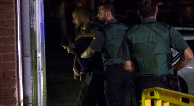 Dois dos terroristas de Barcelona ficam em prisão preventiva