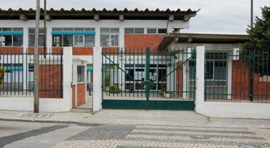 País - Retirada de amianto em escola na Marinha Grande deixa pais preocupados