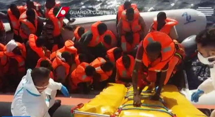 Oito mil pessoas resgatadas ao Mediterr�neo na �ltima semana