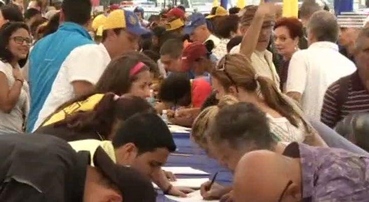 Mundo - Suspensa recolha de assinaturas para referendo na Venezuela