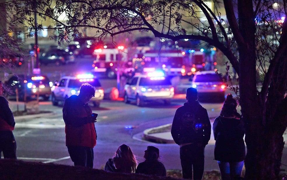 Atentado a tiros dentro de supermercado no Colorado deixa três mortos; vídeos