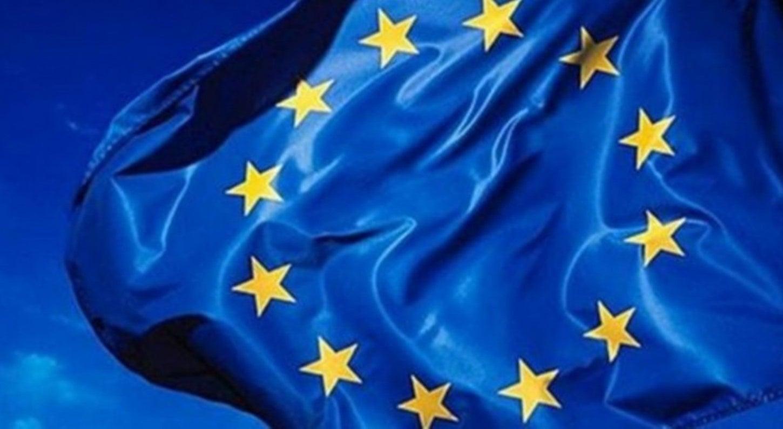 Mundo - Eurogrupo decide aliviar dívida grega no curto prazo