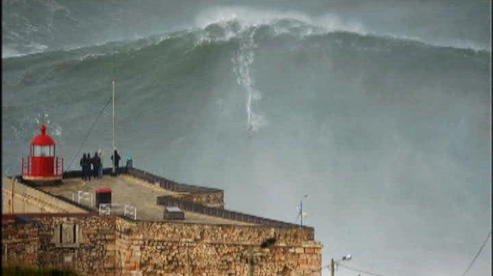 McNamara surfa mais uma onda gigante na Nazar�