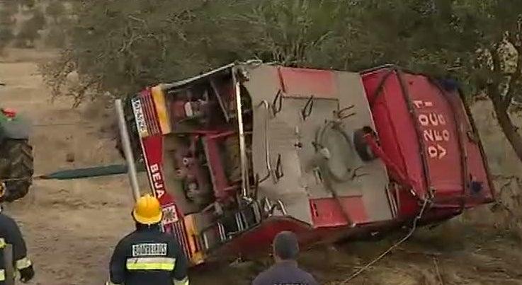 Cinco bombeiros feridos em acidente perto de Pias