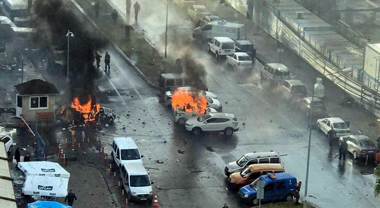 Carro-bomba provoca novo atentado com mortos na Turquia