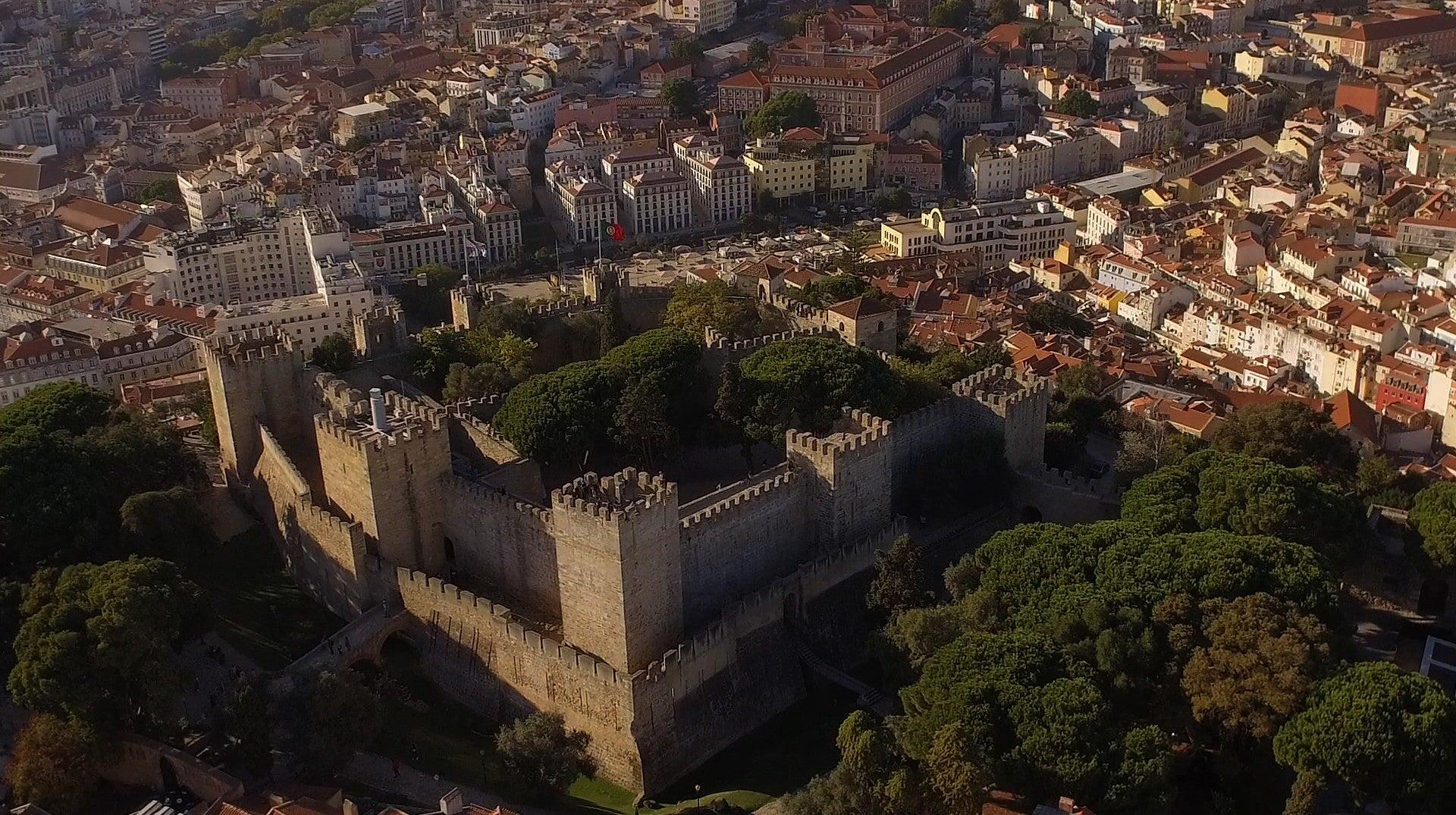 Cerca Moura de Lisboa