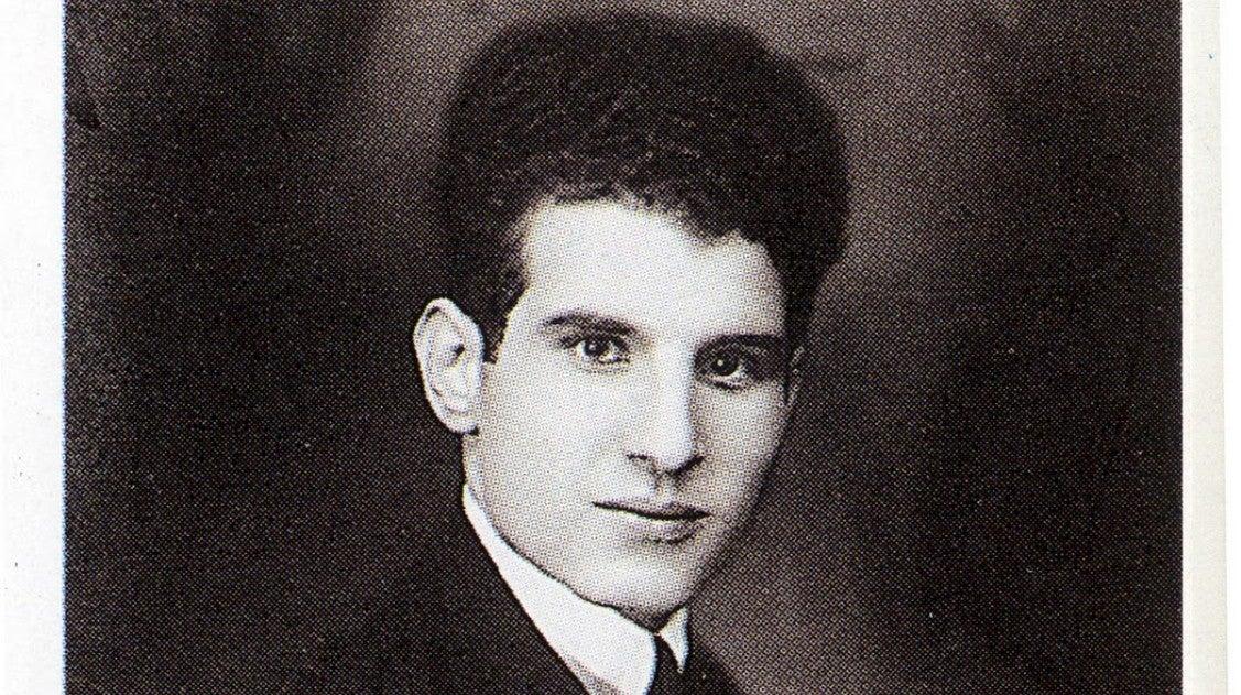 Artur Entre Paredes