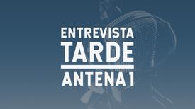 Entrevista Tarde Antena 1 - A jornalista Paula Veran entrevista a Secretária de Estado da Defesa, Ana Santos Pinto, sobre o serviço da Polícia Marítima que coopera com a Grécia no controlo e vigilância das suas fronteiras marítimas e no combate ao crime transfronteiriço.