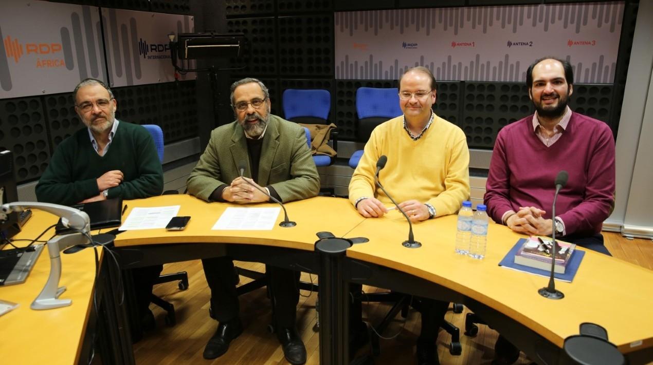 Apresentado por Henrique Mota, com Isaac Assor, Pedro Gil e Khalid Jamal Tema: Terrorismo ou guerra de religiões?
