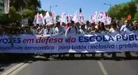 Manifestação a favor da Escola Pública