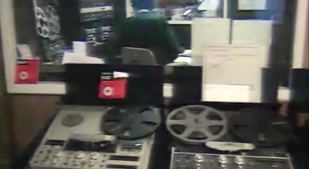Governo contesta legalidade de emissões de rádios em cadeia