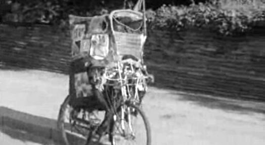 Bicicleta com tejadilho em Lourenço Marques