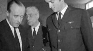 Américo Tomás e Dom Duarte Nuno visitam Salazar no Hospital da Cruz Vermelha