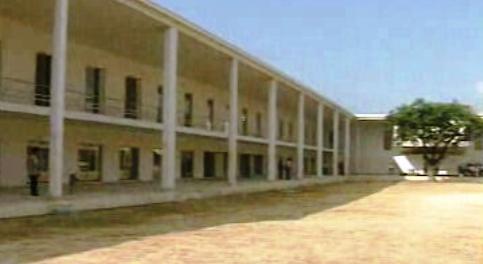 Cavaco Silva inaugura escola em Setúbal