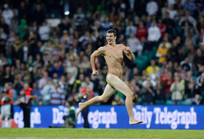 Durante o jogo centenário da liga de rugby entre Austrália e Nova Zelândia em 2008 /Daniel Munoz - Reuters