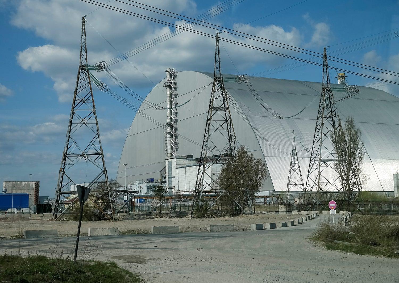 Estrutura do Novo Confinamento Seguro; o sarcófago foi construído para reforçar o isolamento do reator 4 de Chernobyl/ Gleb Garanich - Reuters