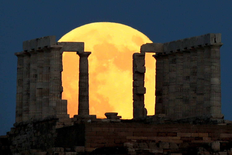 Eclipse lunar captado na Grécia /Alkis Konstantinidis - Reuters