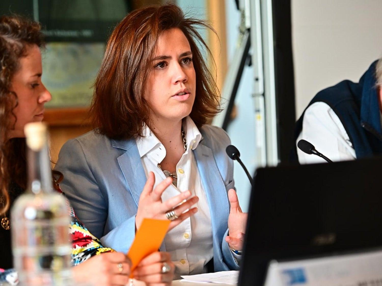 Lídia Pereira, a jovem de 27 anos candidata ao Parlamento Europeu pelo PSD, participou no painel sobre intergeracionalidade na política. Fonte: EUI