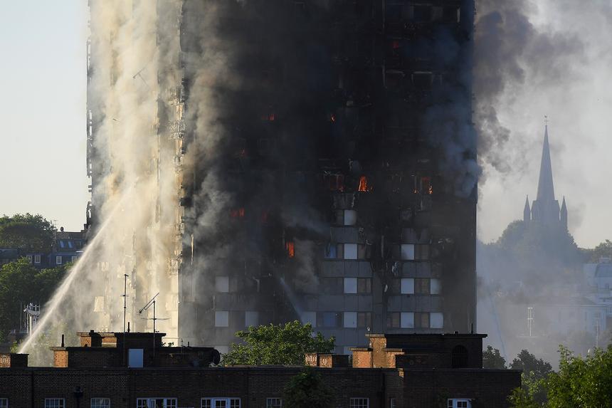 Resultado de imagem para Número de vítimas mortais do incêndio em Londres sobe para 58