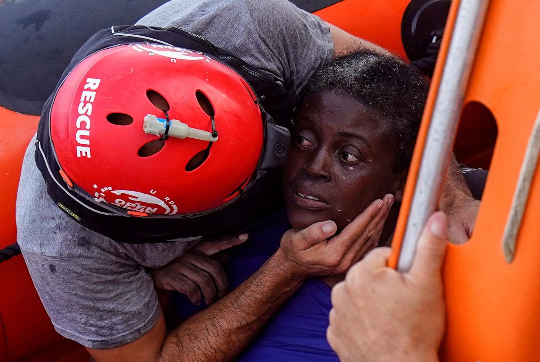 Open Arms resgatam um barco de migrantes vindos de África /Juan Medina - Reuters