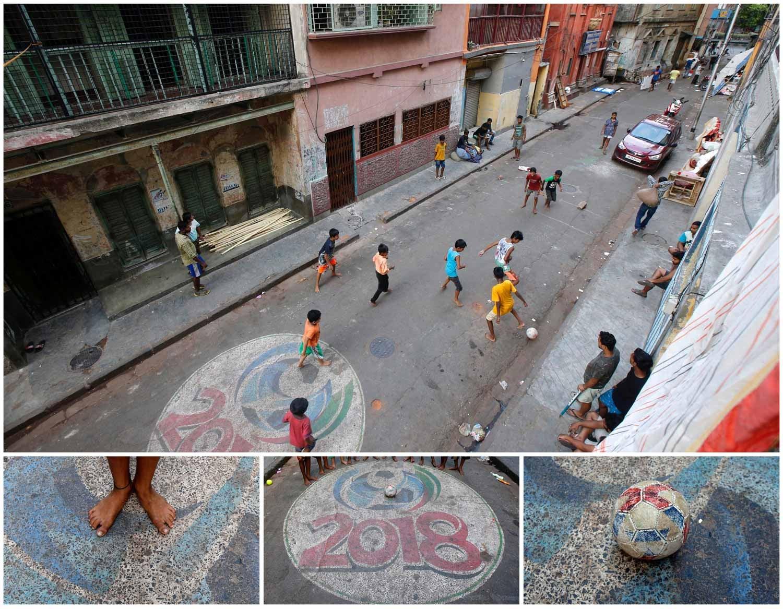 A rua é o campo de futebol possível para muitos. Neste caso vê-se um grupo de crianças em Calcutá, na Índia, a jogar futebol descalços. Foto: Rupak De Chowdhuri - Reuters