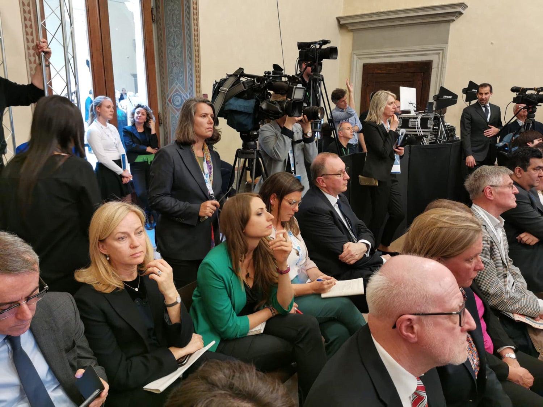 """A equipa do Europa Minha a assistir ao debate dos """"Spitzenkandidaten"""", os candidatos à Presidência da Comissão Europeia. Fonte: PMG"""