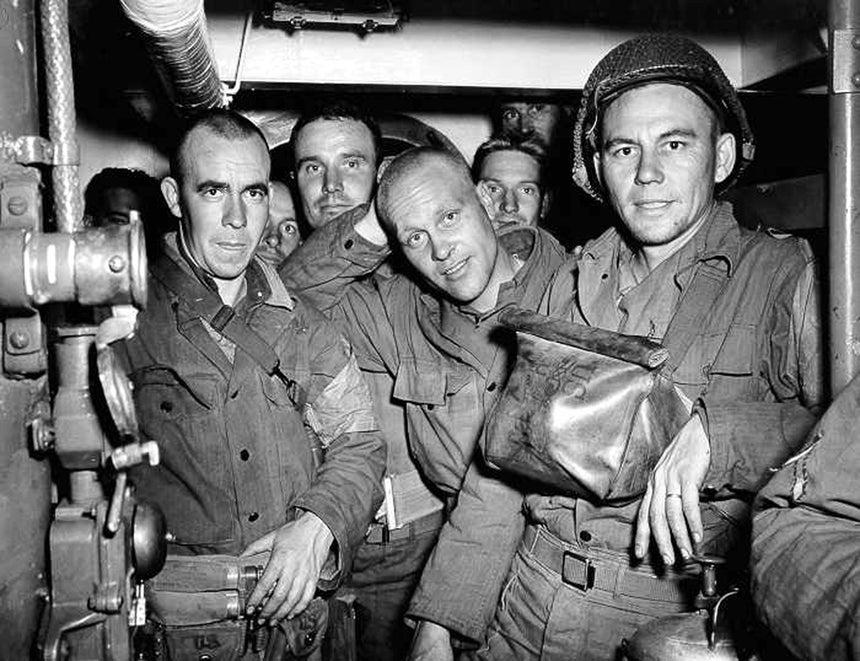 Tropas norte-americanas a bordo de um navio na noite de 5 de junho /Reuters