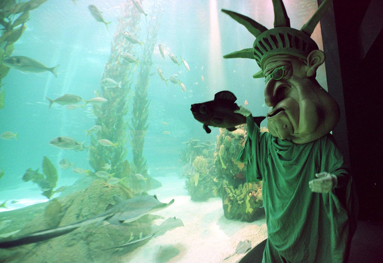 """O """"namorado da Estátua da Liberdade"""" no dia temático dedicado aos EUA/Foto: JR/EB via Reuters"""