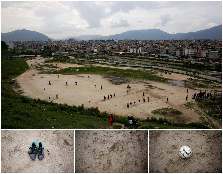 Um grupo de crianças joga futebol num campo amplo de areia em Catmandu, capital do Nepal. Foto: Navesh Chitrakar - Reuters