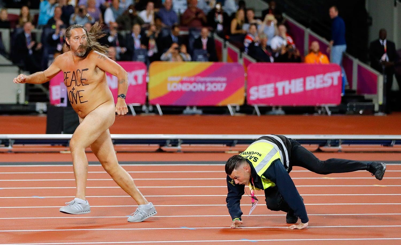 """""""Paz e amor"""" no Mundial de Atletismo em Londres - 2017 /Kai Pfaffenbach - Reuters"""