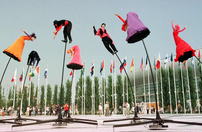 """O grupo australiano """"The Field"""" apresentou a sua performance nomeada de """"Frutas estranhas"""" /Foto: Reuters"""