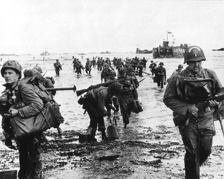 Reforços norte-americanos na praia de Omaha /Reuters