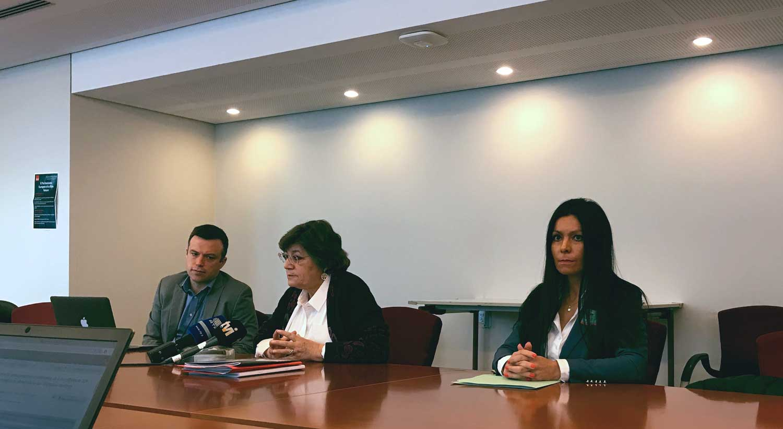 Na conferência organizada pela eurodeputada Ana Gomes sobre Moçambique. À esquerda está Tom Gibson da Comissão de Proteção de Jornalistas. À direita está Salomé Sebastião.