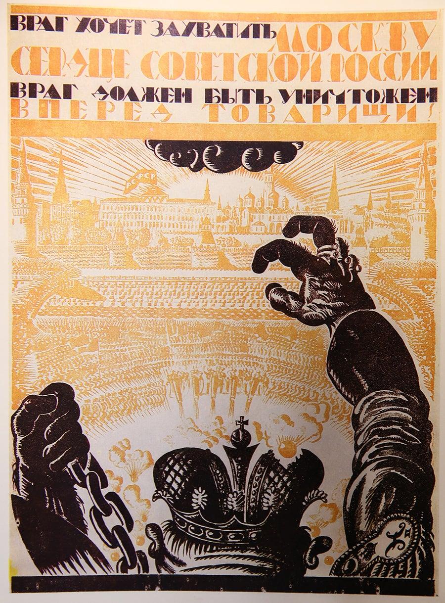 """""""O inimigo quer tomar Moscovo, o coração da Rússia. O inimigo tem de ser aniquilado. Para a frente, camaradas!"""" Wladimir Fidman, 1919."""