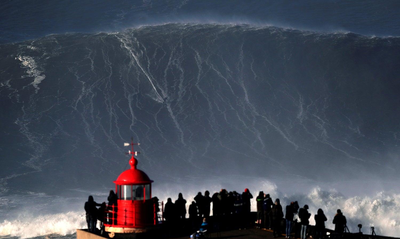Sebastian Steudtner surfou nas ondas gigantes da Nazaré /Rafael Marchante - Reuters