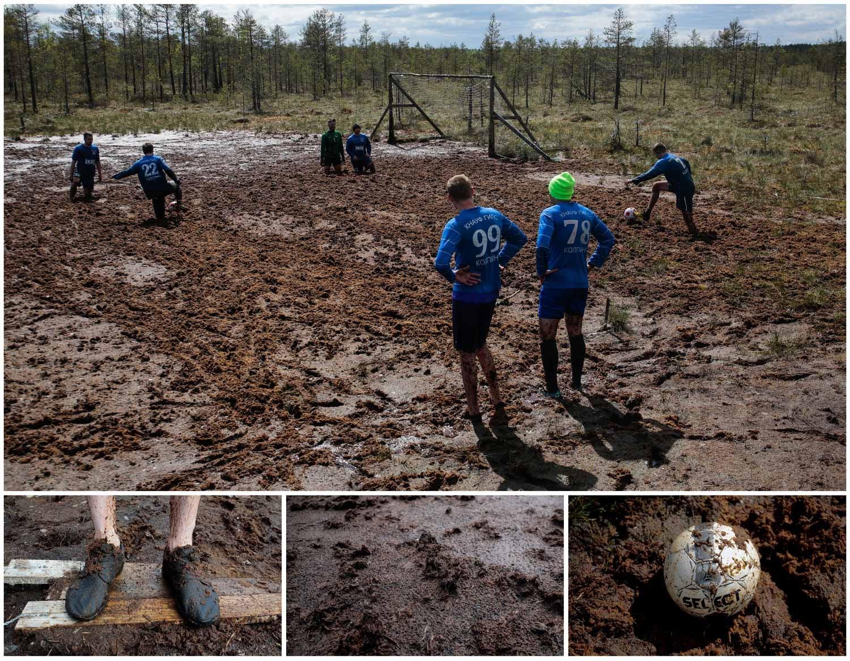 Na pequena cidade de Pogi, também na Rússia, um grupo de pessoas joga futebol num campo de lama. Foto: Anton Vaganov - Reuters
