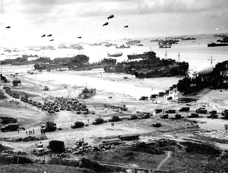 Desembarque das forças aliadas na praia de Omaha /Reuters