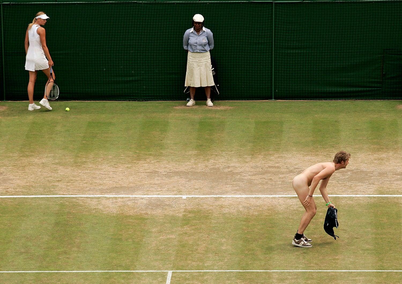Maria Sharapova foi interrompida nos quartos-de-final contra a russa Elena Dementieva em 2006 /Kevin Lamarque - Reuters