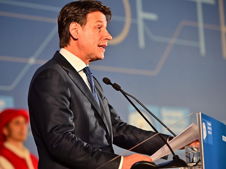 O Primeiro-ministro italiano, Giuseppe Conte, discursa para rematar a sessão. Fonte: EUI