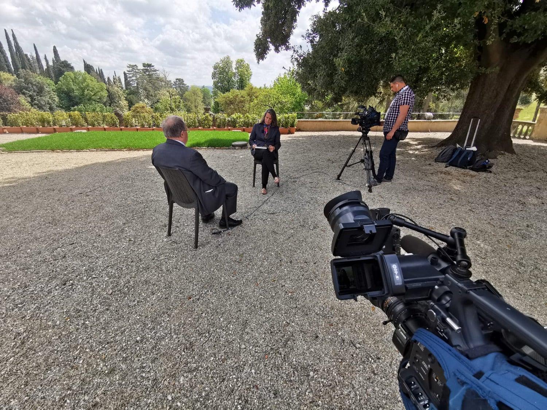 Rebecca Abecassis entrevista Olivier Roy, um politólogo francês especialista em islamismo. Fonte: PMG