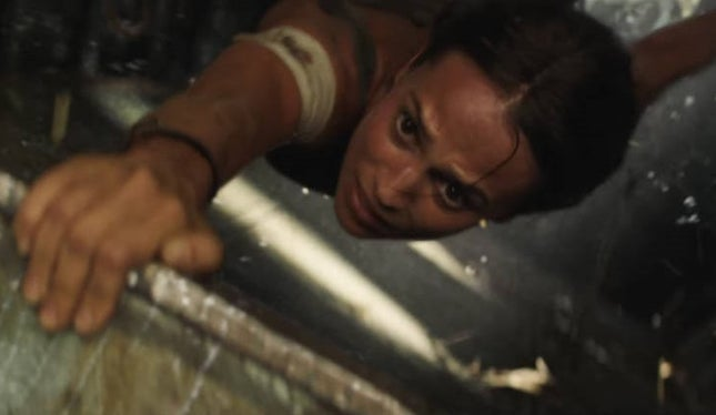 Tomb Raider segue na frente
