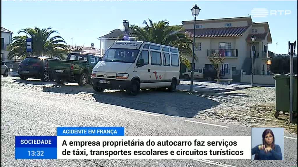 Transporte improvisado nas vans escolares deixa passageiros