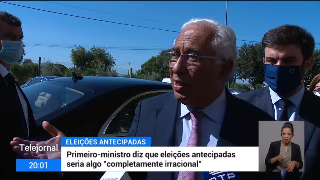 """António Costa considera """"completamente irracional"""" antecipação de eleições"""